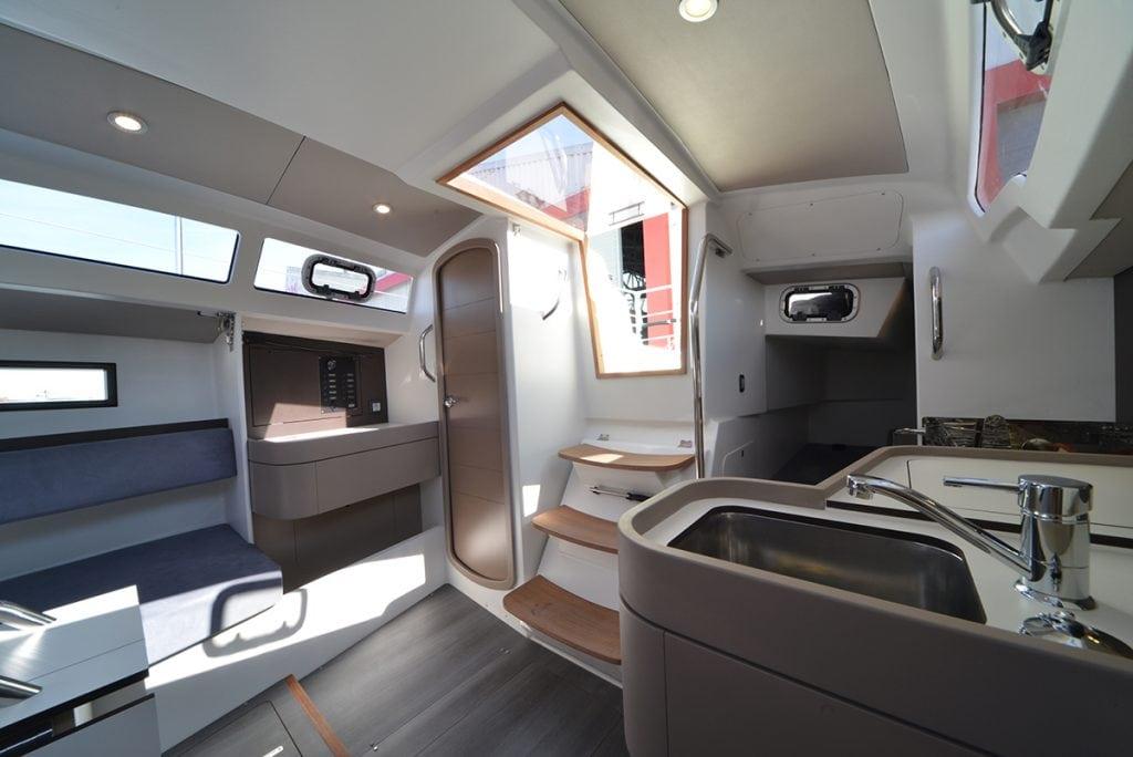 RM Yachts - RM890+